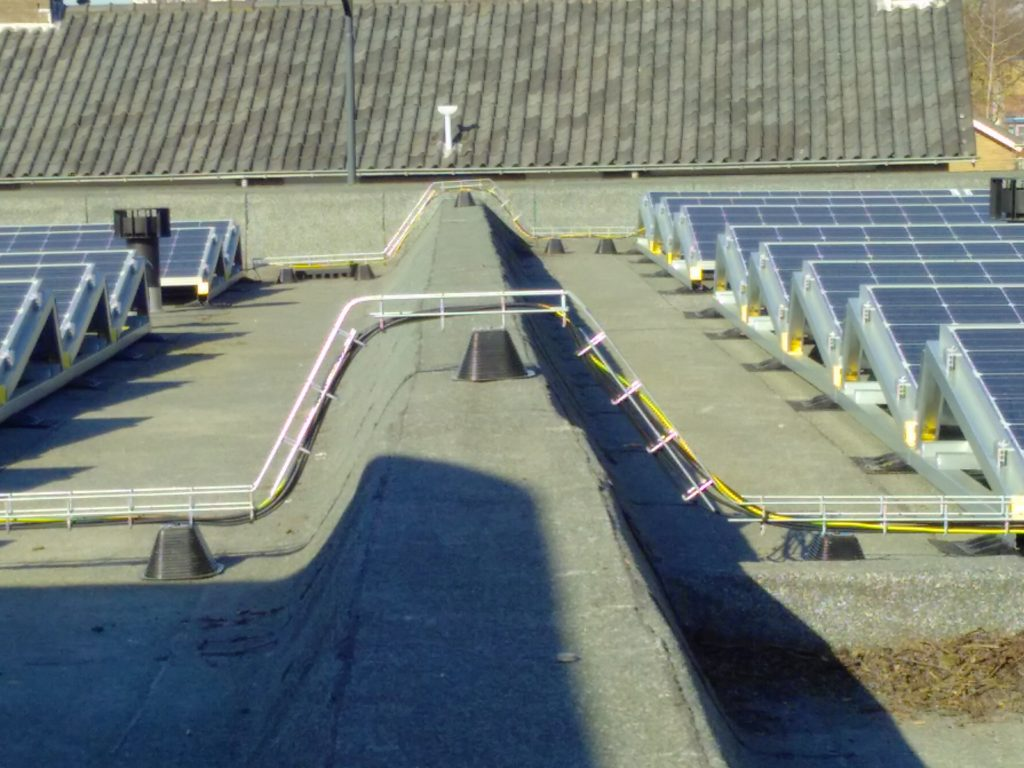 PV-installatie met kabelgoten op KDC Rozemarijn