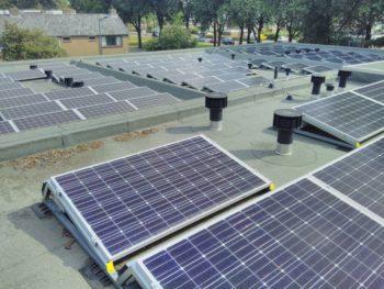 Zonnepanelen op KDC Rozemarijn, juli 2019